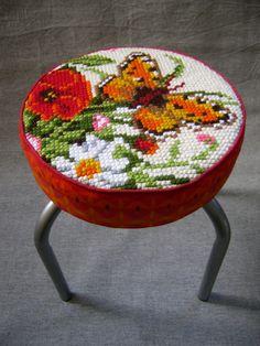 Vlinder en Bloemen Krukje borduurwerk upcycle vintage door LUREaLURE