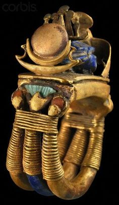 Ring from tomb of Tutankhamun; set with lapis lazuli, wrapped with gold wire below a motif of three flowers: an open papyrus flower set with green feldspar at the center and a bud of red carnelian on either side, and a central lapis lazuli scarab. Egypt Jewelry, Ancient Egyptian Jewelry, Ancient Artifacts, Ancient Civilizations, Ancient History, Archaeology, Antique Jewelry, Silver Jewelry, Gold Wire