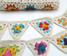 multicolour and Cream Crochet Garland by TheMagicCorner on Etsy Crochet Cross, Crochet Home, Love Crochet, Crochet Granny, Crochet For Kids, Crochet Stitches, Crochet Patterns, Crochet Ideas, Burlap Bunting