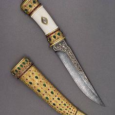 #noblie #nobliecollectibles #art #handmade #luxury #menstyle #hunting #knife #steel #knives #knifeporn #knifecommunity #engraving #knifenut #knifefanatics #knifestagram #metalart #customknives #knifepics #engraved #bestknivesofig #knifemaking #canivete #canivetes