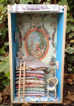 The Princess and the Pea de Pitimini Cose Miniature Rooms, Miniature Crafts, Miniature Houses, Diy And Crafts, Crafts For Kids, Arts And Crafts, Paper Crafts, Altered Tins, Altered Art