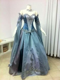 There are so many beautiful fantasy gowns like this one! Medieval Dress, Medieval Clothing, Gypsy Clothing, Beautiful Gowns, Beautiful Outfits, Pretty Outfits, Pretty Dresses, Vintage Dresses, Vintage Outfits