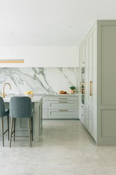 A bright and airy kitchen design with brass accents. The simple canopy was designed to let the marble sing. Kitchen Pantry Design, Kitchen Styling, Kitchen Decor, Kitchen Ideas, Minimal House Design, Minimal Home, Home Room Design, Dream Home Design, Room Interior