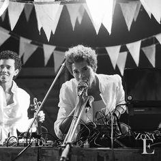Momentos llenos de energía y música #MomentosZonaE #ZonaELlanogrande #BodasAlAireLibre #BodasCampestres www.zonaellanogrande.com