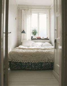 Great small bedroom arrangement ideas - Is your home feeling a tiny dated? Whether you desire to overhaul your entire house bearing in mind. Beds For Small Rooms, Small Apartment Bedrooms, Big Beds, Apartment Bedroom Decor, Small Apartments, Home Bedroom, Small Spaces, Small Bedrooms, Bedroom Ideas