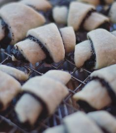 Christmas cookie 5 of 5 ✨ poppyseed rugelach Rugelach Cookies, Chocolate Biscuits, Chocolate Hearts, Quick Easy Meals, Chocolate Recipes, Christmas Cookies, Fondant, Caramel, Dishes