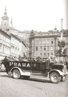 Trip in Prague? Unitl 1926 Prague Electric Utilities provided bus trips through the city Bus Travel, Time Travel, Prague Photos, Heart Of Europe, Colourful Buildings, Old Photography, Bus Trips, Fairytale Castle, Prague Czech