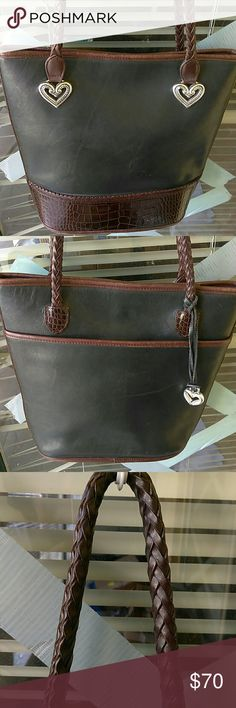 Brighton bucket bag Beautiful bucket bag for all daylight activity Use in very good condition all leather...no rips or stains...regular sign of use inside Brighton Bags Shoulder Bags