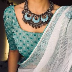 Where Can One Shop Wedding Jewellery Online White cotton saree with blue silver oxidized jewelery. Saree Jewellery, Jewellery Shops, Gold Jewellery, Silver Jewelry, Jewelry Stores, Key Jewelry, Silver Jewellery Indian, Bridal Jewellery, Selling Jewelry
