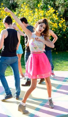 Violetta saison 2 Disney Channel, Violetta Outfits, Girly Outfits, Fashion Outfits, Teen Girl Fashion, Disney Shows, Character Outfits, Good Music, My Outfit