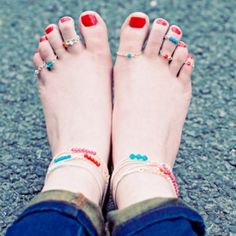 Make these adorable Swarovski crystal anklets and toe rings in no time - perfect for cute Summer feet !