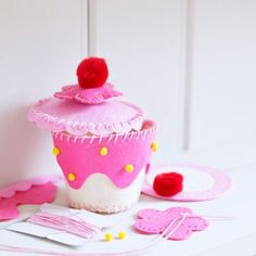 Felt Crafts DIY Fairy Cake Trinket Box - Pink Cream. ...
