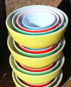 When was the last time you saw 4 complete sets of 1940-50s Pyrex mixing bowls that were pristine?