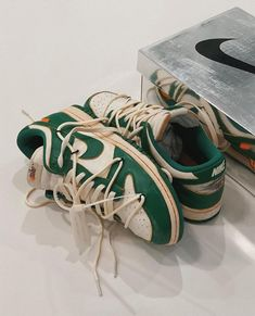 Dr Shoes, Swag Shoes, Hype Shoes, Me Too Shoes, Sneakers Fashion, Fashion Shoes, Aesthetic Shoes, Aesthetic Green, Fresh Shoes