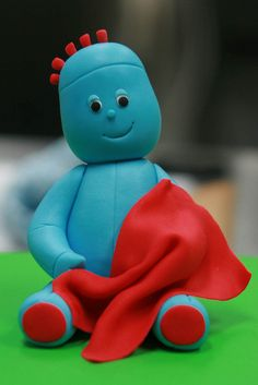 Iggle Piggle made of modeling fondant. I think I went overboard and gave him an extra strand of red hair, hmmm. Harry Birthday, 2 Birthday Cake, Fondant Figures Tutorial, Fondant Animals Tutorial, First Communion Cakes, Friends Cake, Fondant Decorations, Chocolate Decorations, Garden Cakes