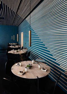 For the new Karma Sushi restaurant in Aarhus, the interior design department of Henning Larsen Architects has created an interior design with an atmosphere that supports the beautiful, raw food.