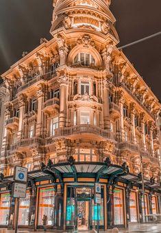 BARI - idealny przewodnik po stolicy Apulii. Wypróbuj go Bari, Palazzo, Big Ben, Louvre, Italy, Building, Travel, Theater, Italia