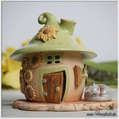 Clay houses, clay fairy house и fairy houses. Polymer Clay Fairy, Polymer Clay Miniatures, Polymer Clay Projects, Polymer Clay Creations, Diy Clay, Clay Fairy House, Fairy Houses, Garden Houses, Clay Houses