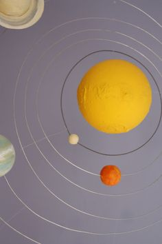 Maybe a good MLK day activity - build a model solar system (for my space-obsessed kids. Build A Solar System, Solar System Projects For Kids, Solar System Mobile, Solar System Activities, Space Projects, Activities For Kids, Planet Mobile, Solaire Diy, Planet Project