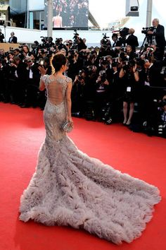 Eva Longoria in Marchesa on the Cannes Film Festival red carpet Red Carpet Gowns, Red Carpet Event, Cristina Reyes, Dress Couture, Robes Glamour, Belle Silhouette, Eva Longoria, Lily Collins, Celebrity Red Carpet