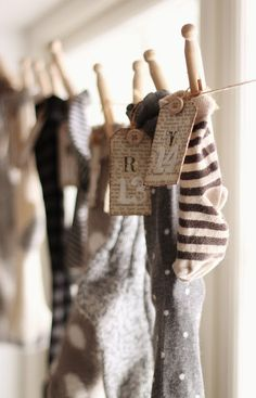 ~ socks on a clothes line advent calender <3.....LOVE!!!!!! I saw one using the kids baby socks...so great!
