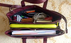 """ir-studyblr: """"I finally got around to taking 'what's in my school bag' photos *slow clap* So, without further ado, this is what is in my (very large, . School Bag Essentials, Backpack Essentials, What In My Bag, What's In Your Bag, Sac College, School Bag Organization, University Bag, Uni Bag, Inside My Bag"""