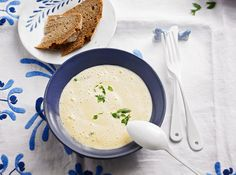 Schaumsüppchen von der Petersilienwurzel - New Site Chef Recipes, Soup Recipes, Cooking Recipes, Healthy Recipes, Mousse, Weight Gain Meal Plan, Soup Kitchen, Paleo Dinner, Convenience Food