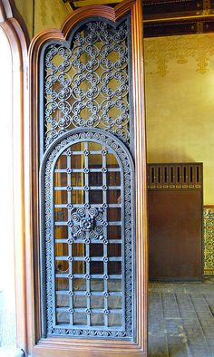 D herreria on pinterest wrought iron candle wall for Modelos de puertas de fierro