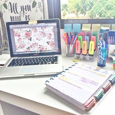 Studyblr to help me through the year Study Organization, University Organization, College Desk Organization Student, Stationary Organization, Student Office, School Office, College Binder, School Supplies Organization, Student Goals