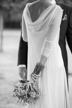 novia abrigo #volare #Cortana Mode Inspiration, Wedding Inspiration, Bridal Dresses, Wedding Gowns, Dress Alterations, Yes To The Dress, Vintage Bridal, Here Comes The Bride, Wedding Bridesmaids