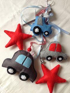 Felt cars and stars for a little boy; vilt auto tractor en sterren klamboe klamboehanger