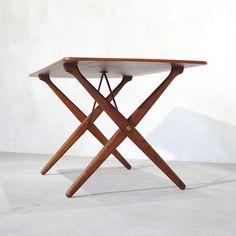 Hans J. Wegner AT-308 X-reg Coffee Table