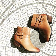 Our #bootie #shoepic of the day;) #Clarks #womencrushthursday #fallfashion #boots #takeawalk #buckles #naturalstyle #instashoes #styledinbrooklyn #eslavidashoes #shopeslavida #wherepamperedsolesgo