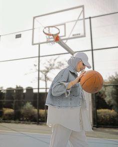 "Beyza Ak on Instagram: ""Bunları da paylaşmasam olmazdı 🙈  Ceket / @greenstore0 💙"" Modern Hijab Fashion, Street Hijab Fashion, Hijab Fashion Inspiration, Muslim Fashion, Fashion Outfits, Modesty Fashion, Style Fashion, Casual Hijab Outfit, Hijab Chic"