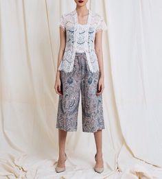 Bisa buat gaya casual nih....Batik by Amanda Hartanto