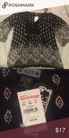 Angie Boho Top NWT Angie Boho Top NWT- Love love love!! Was given as a gift but it's slightly too big for me 😪 Angie Tops Blouses