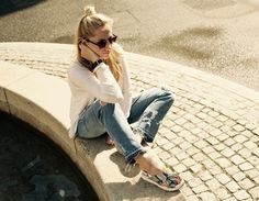 #minimalist #outfit #white #rippedjeans #boyfriendjeans #ootd #inspiration #snake #sandals #snakeprint Ohh Couture, Michael Kors Bracelet, Zara Sandals, Couture Outfits, Zara Jeans, Mk Bags, Benetton, White Shop, Outfit Posts