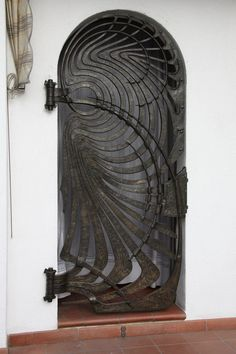 If you are going to have a metal gate then do it with style and be unique. Metal Gates, Iron Gates, Cool Doors, Unique Doors, Entrance Doors, Doorway, Architecture Art Nouveau, Tor Design, Metal Design