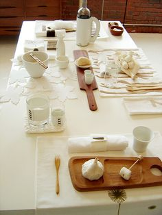 Modern Table Setting  Simplemente Blanco by decor8