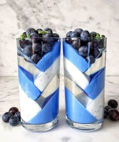 How delicious Tansparent lemon jelly, natural yoghurt with sweet basil seeds and natural yogurt with blue… Yummy Smoothies, Yummy Drinks, Smoothie Recipes, Cute Desserts, Delicious Desserts, Yummy Food, Dessert Drinks, Dessert Recipes, Fruit Dessert