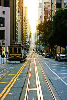 Playing catch up with some photos. I love the trolleys in San Francisco. Such a beautiful city. San Diego, San Francisco News, Beautiful Places To Visit, Great Places, Places To See, San Antonio, Nashville, Orlando, Nova Orleans