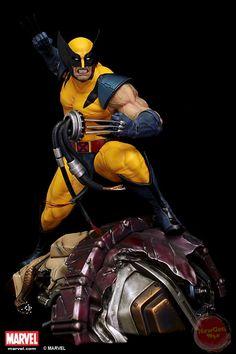 "¼ scale Statue ""Wolverine"" on sentinel head (Comics Version)"
