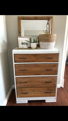 I love free Craigslist finds! This dresser was well worth the 20 minute drive down the country back roads of abbotsford bc to achieve this beautiful look. Ikea Dresser Makeover, Furniture Makeover, Diy Furniture, Chair Makeover, Furniture Refinishing, Dresser Makeovers, Dresser Ideas, Farmhouse Furniture, Vintage Dressers