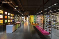 Mẫu thiết kế cửa hàng giày dép thời trang Hylton