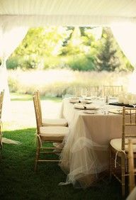 add a touch of glam with a tulle tablecloth  #decor #wedding