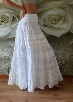 wedding skirt White tiered maxi skirt with lace.White tiered maxi skirt with lace. White Skirt Outfits, Maxi Skirt Outfits, White Maxi Skirts, Boho Skirts, Dress Skirt, Maxi Dresses, Long Maxi Skirts, Beach Maxi Skirt, Bohemian Maxi Skirt