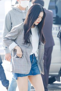 Airport Fashion Kpop, Kpop Fashion Outfits, Korean Outfits, Girl Fashion, Style Fashion, Seulgi, Kpop Mode, Red Velvet Irene, Velvet Fashion