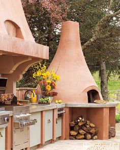 This outdoor kitchen in Calistoga, California, takes its colors from the earth and the sky.