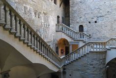 Tuscany By Train ~ 10 Fabulous Day Trips From Florence - Corinna B's World Visit Italy, By Train, Time Travel, Day Trips, Florence, Battle, Places To Visit, Stairs, Tuscany Italy