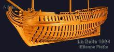 Vue ¾avant; à noter la forte largeur des mailles.   Clicquez sur la photo   Caractéristiques.  Type : barque longue  ou corvette légère. Longueur de l'étrave à l'étambot : 51 Pi Largeur de dehors en dehors :       14 Pi Creux :                                           7 Pi 6 Po Tonnage :                                      50 tx Artillerie :                        6 canons de 3 ou 4£. Equipage :                       environ 20 H Concepteur :                    H. Mallet et/ou P. Masson…